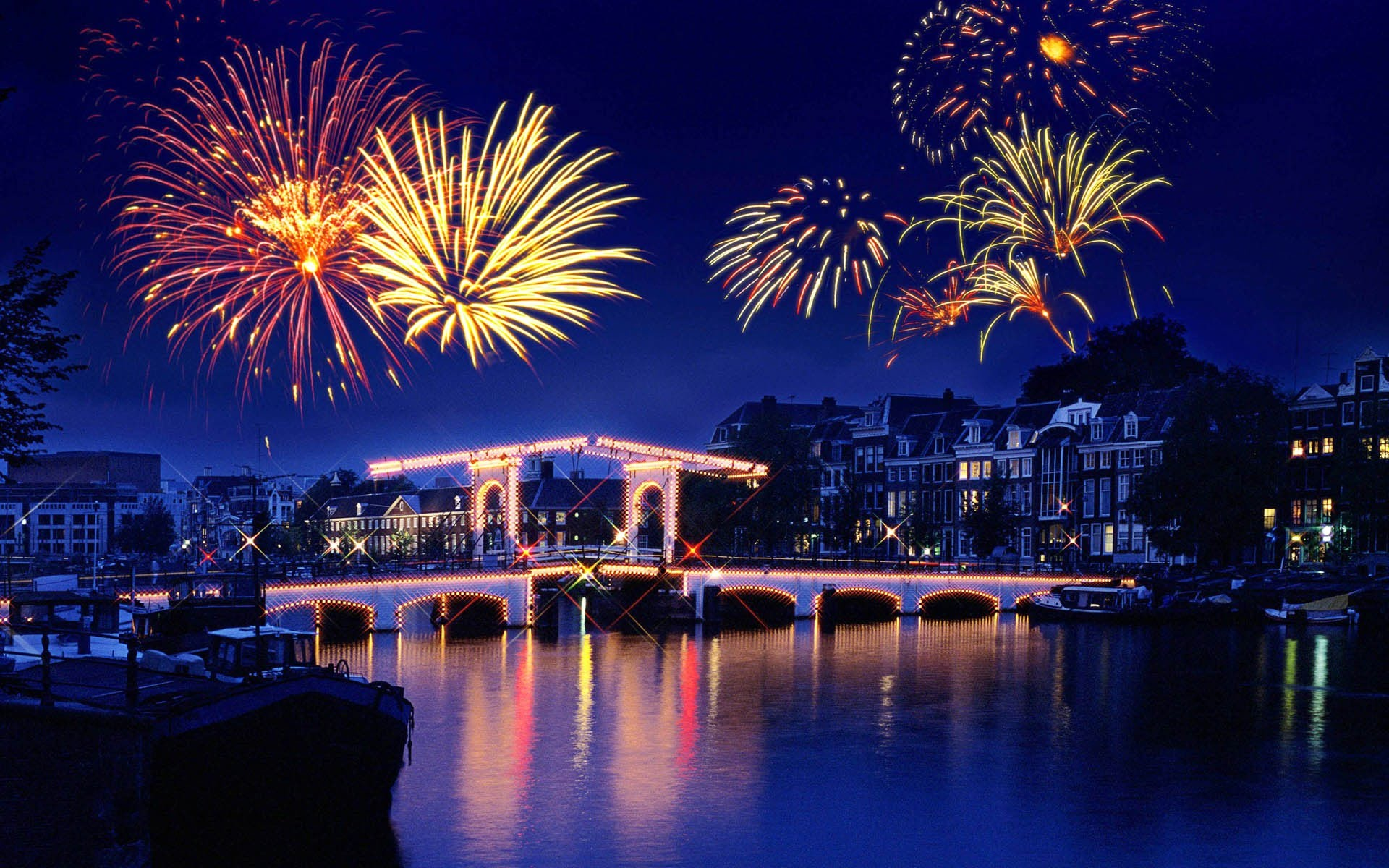 The Loud Celebration Of New Years Eve Held In Mumbai Trends In The Chart Of Top Best Festive Space In India