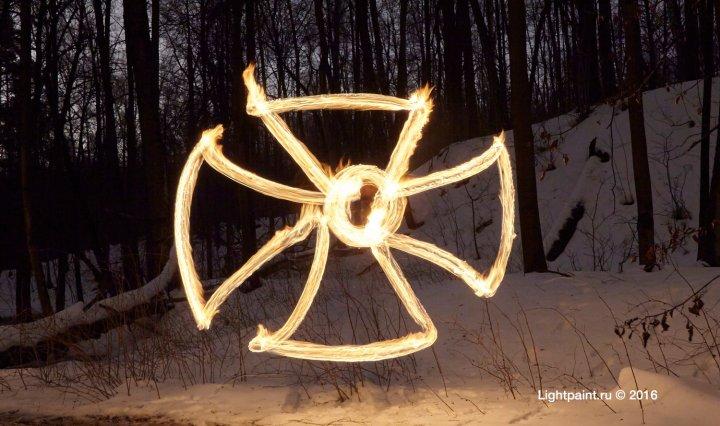 Рисование открытым огнем - Кельтский крест