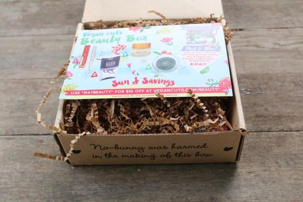 Vegan Cuts Beauty Box May 2015 (1)