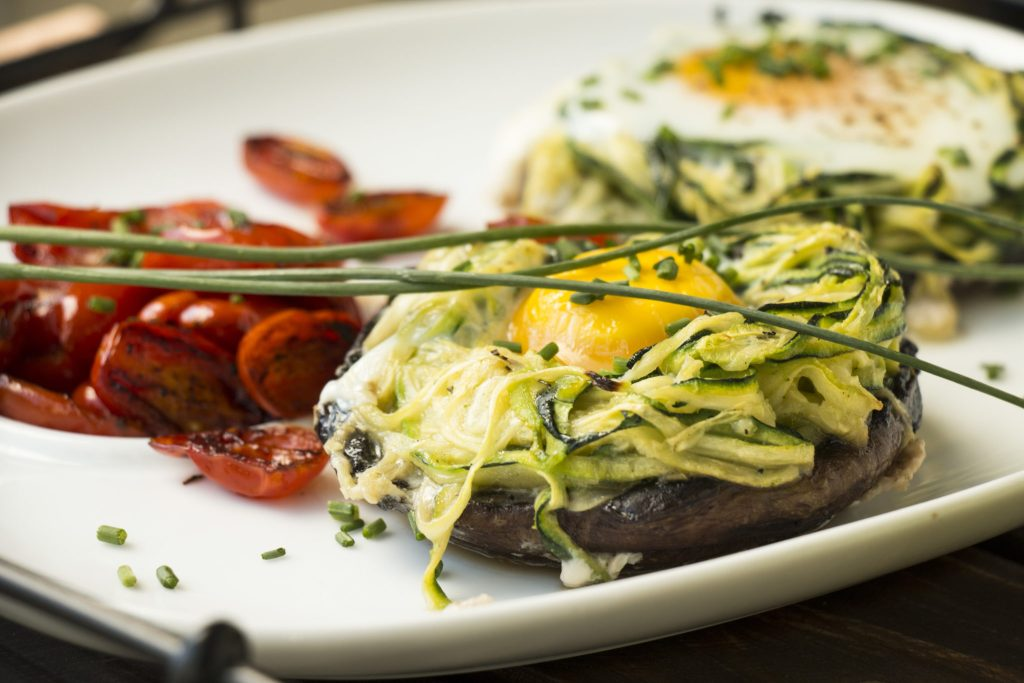 HOW TO MAKE BAKED EGGS IN PORTOBELLO AND ZUCCHINI NESTS