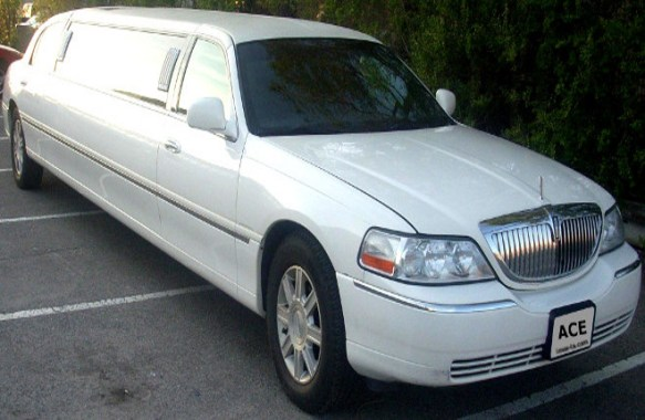 White Or Black Lincoln Town Car Limousines