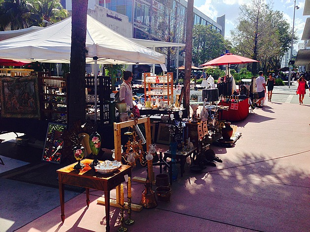 Lincoln Road Antique market