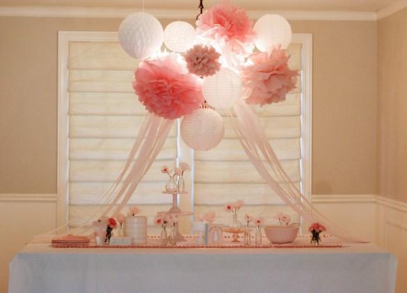 papirlanterner og pompoms bryllup