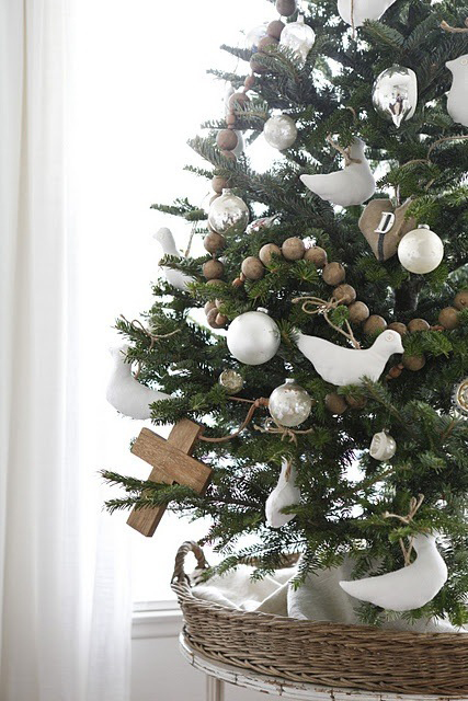 lite juletre med duer