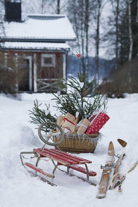 stemingsbilde utenfor i snø jul