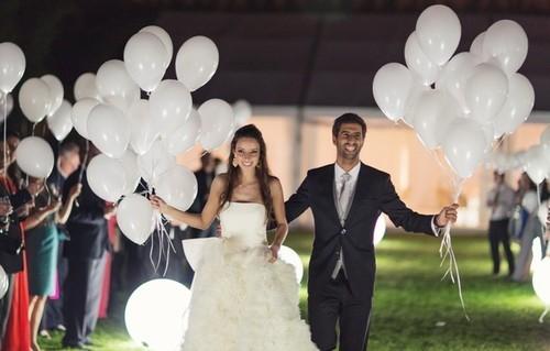 hvite ballonger bryllup
