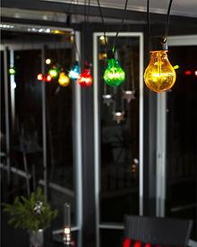 lyslenke med fargede pærer miljøbilde
