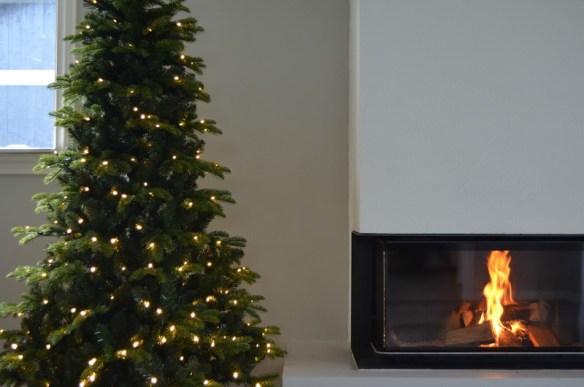 kunstig-juletre-med-lys-180-cm