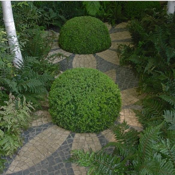 busker og fliser hage