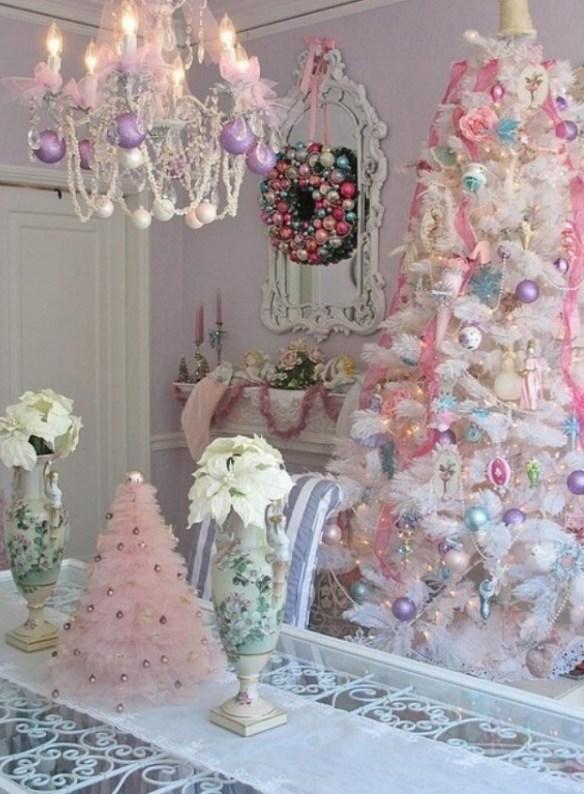 hvitt-juletre-med-pastell-pynt