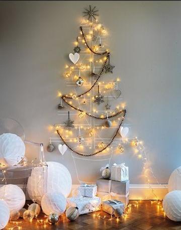 juletre-pa-veggen-med-honeycombs-gaver-og-lys
