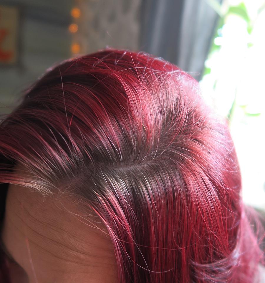 Ska bli härligt med en härlig färg i håret :)