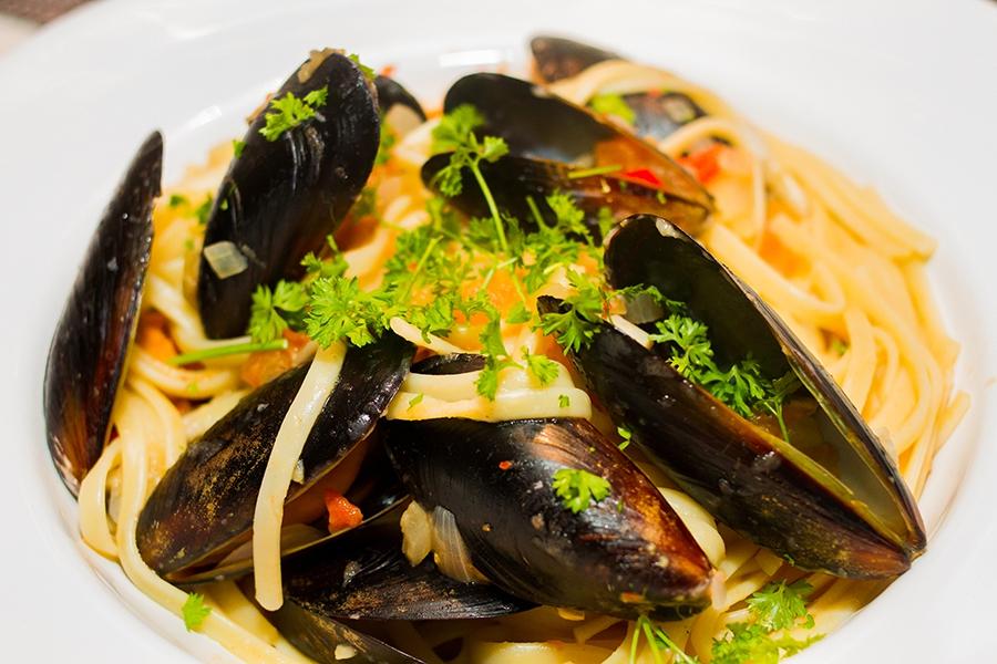 Maken gjorde middag i Lördags - linguine med musslor