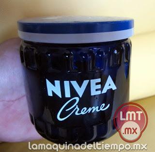 Crema Nivea, tarro de vidrio azul