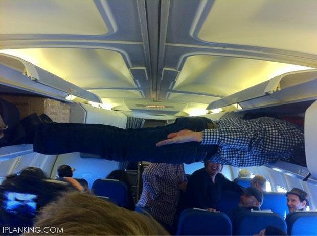 Planking di kabin pesawat