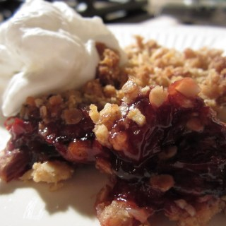 Sweet and Simple: Cherry Crisp!