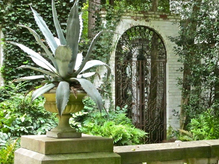 side iron gate