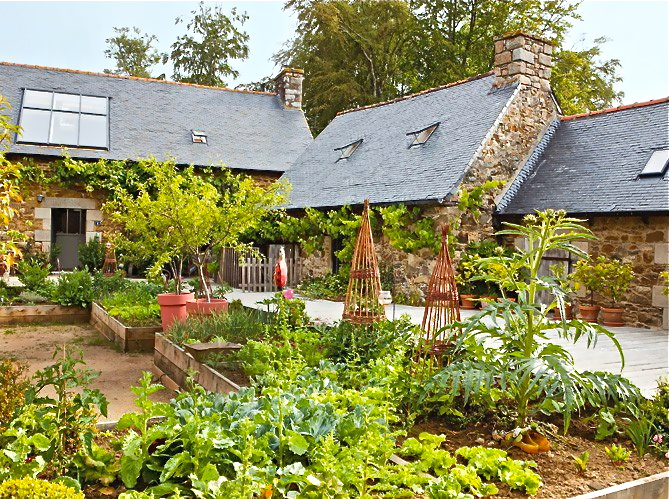 Garden area like this one is a must ... I dream big