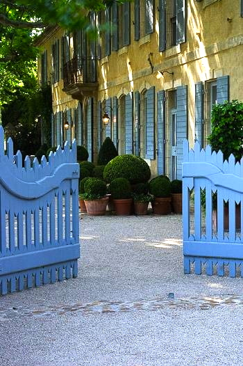 French blue entry gate