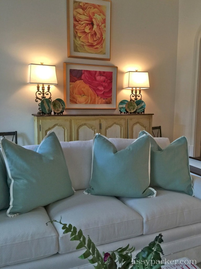 The color scheme is continued in the adjoining the living room.