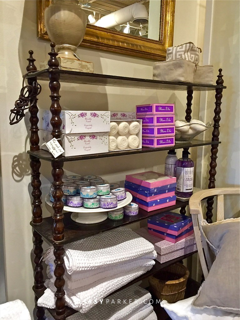 How about this charming shelf to store your towels and bath goodies