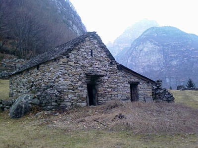 24200746122613Jp-Stone-Hut.Jpg