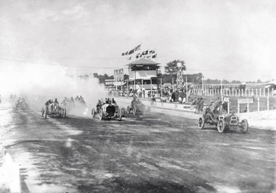 Start-Of-1909-Wheeler-Schebler-Trophy-Race