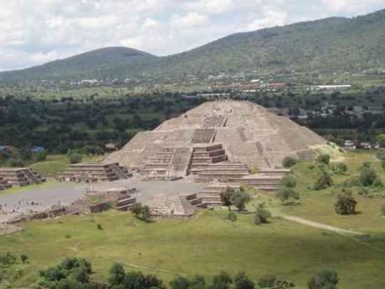 Piramida-Moon-la-Sun-CC-Abourdeu