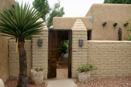 Entrance-To-Traditional-Adobe-House-Texas-Tx429