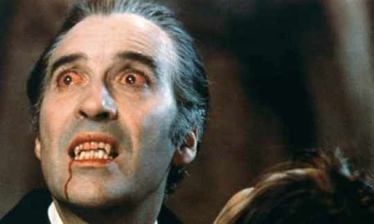 Christopher-Lee-Dracula-007