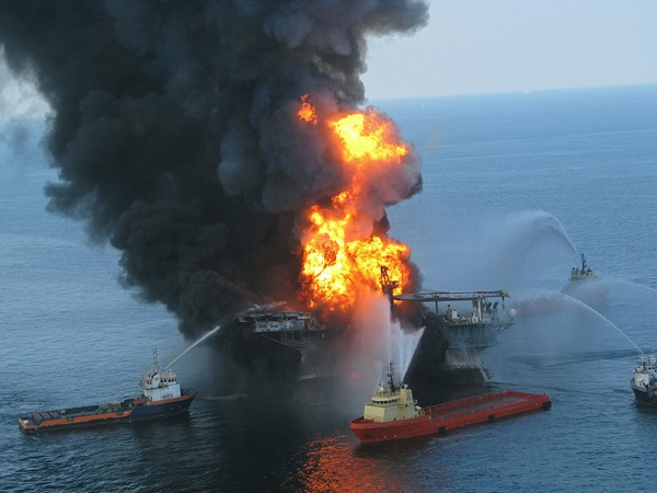800Px-Deepwater Horizon Offshore Drilling Unit On Fire 2010