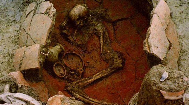 640px-Jar_burial