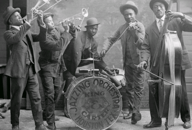 Jazzing_orchestra_1921