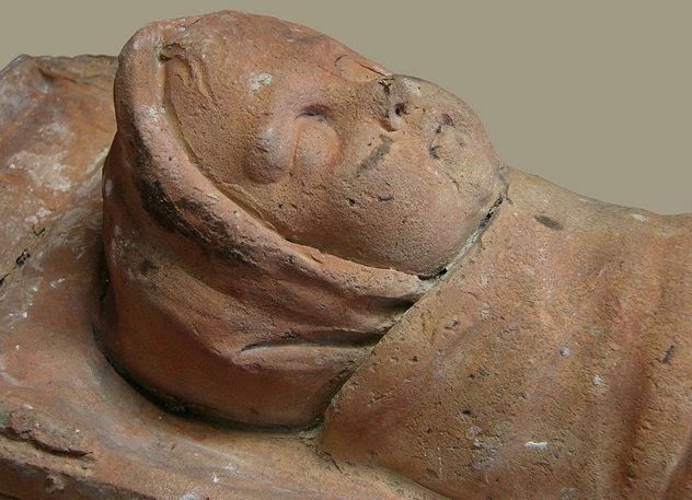 8_1024px-Bébé_Ex-voto_gallo-romain_Musée_Saint-Remi_120208