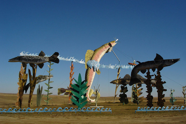 800px-Enchanted_highway_fish