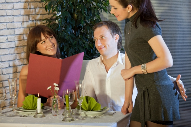 flirting in restaurant