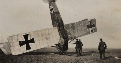 800px-Crashed_World_War_I_German_airplane
