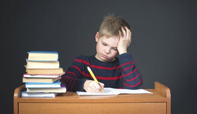 6-boy-homework-488118109-632x368