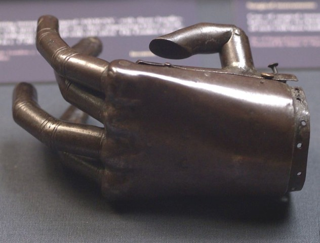 788px-Prosthetic_hand_iron_and_springs_Oxford