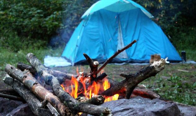6-camping-486847926