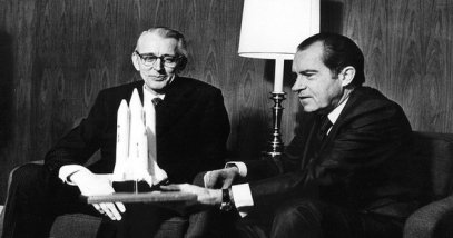 rsz_rsz_1006px-president_nixon_and_james_fletcher_discuss_the_space_shuttle_-_gpn-2002-000109-1
