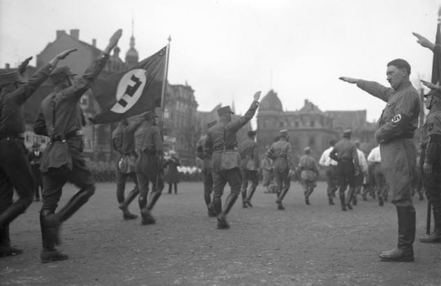 10-hitler-with-troops