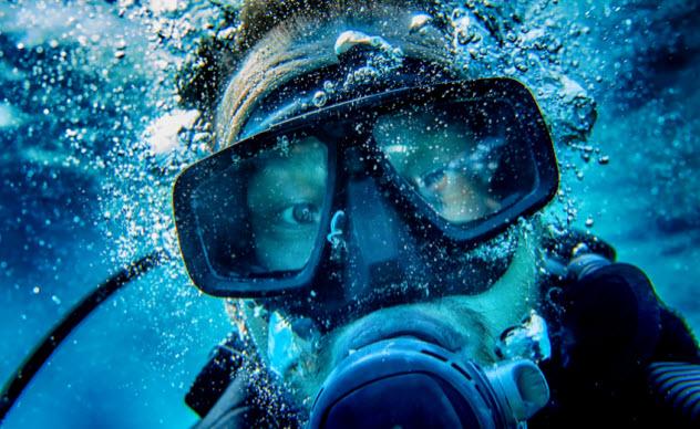 5a-diver_54414864_SMALL
