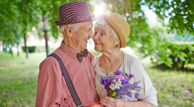 1a-old-couple_81866427_SMALL