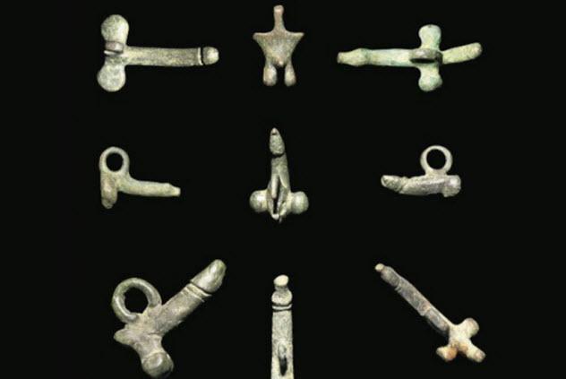 4-roman-penis-amulets