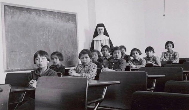 3-inuit-children-in-relocated-school