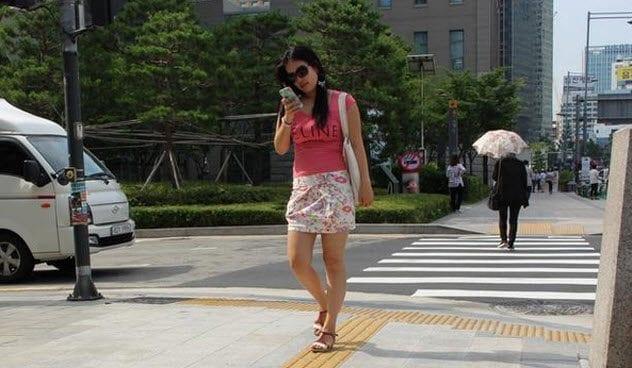 4-addicted-seoul-smartphone-user