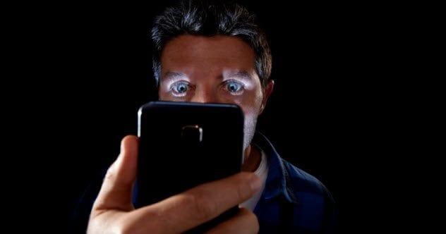 5a-smartphone-addict-neurotic-494255962