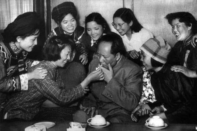 10b-mao-with-women