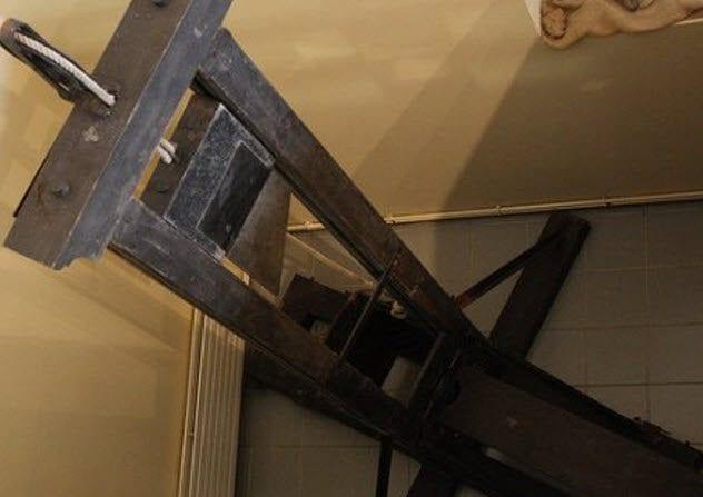 4-st-pierre-guillotine
